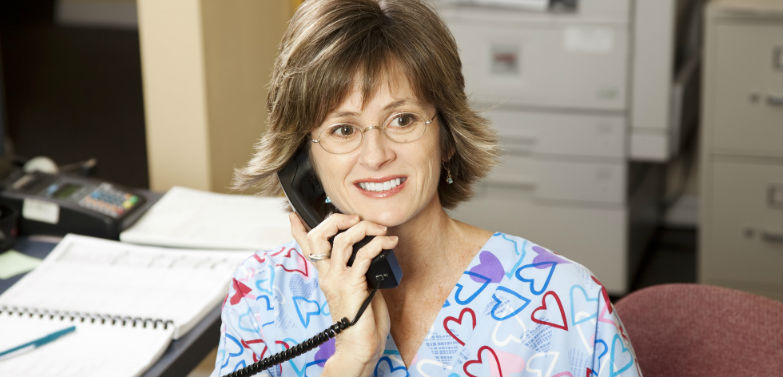 Health care worker helps patient through FQHC telehealth